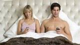 Smartphone đang hủy hoại đời sống chăn gối