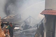 Cháy lớn, 5 căn nhà ở Sài Gòn bị thiêu rụi