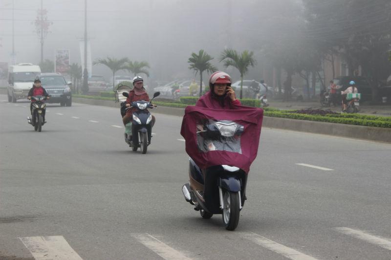 Sương mù 'đặc quánh' bao phủ Hà Tĩnh