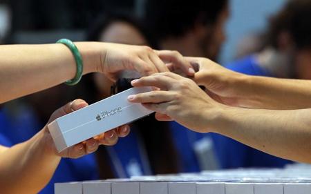 Apple cho phép đổi điện thoại hãng khác lấy iPhone - 1