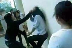 71% học sinh từng trải qua bạo lực