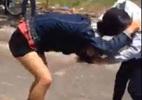 Hai thiếu nữ đánh nhau 'tay bo', ngất xỉu giữa đường