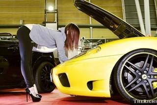 Mạng xã hội chuyên hẹn hò gái xinh của thiếu gia đi siêu xe