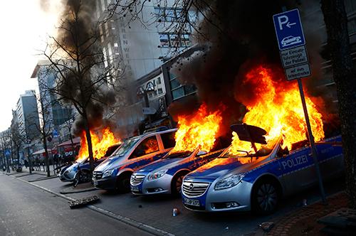 Biểu tình dữ dội ở Đức, hơn 80 cảnh sát bị thương