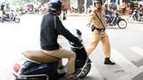 Cảnh sát giao thông có quyền dừng xe lỗi không gương?