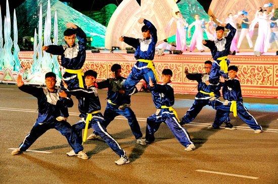 Tổ chức Lễ hội hóa trang đường phố tại Bình Định
