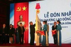 Nhựa Đông Á đón nhận Huân chương Lao động hạng Ba