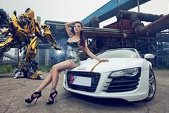 """Người đẹp khoe dáng ngọc bên Audi R8 """"Transformer"""""""