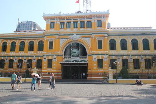 """Bưu điện trung tâm Sài Gòn lại thay """"áo mới"""""""
