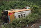 Xe khách lao vực 10 người bị thương, phụ xe đánh công an
