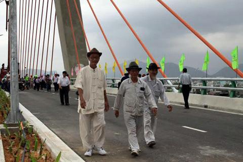 Hàng nghìn người thăm cầu vượt 3 tầng ở Đà Nẵng
