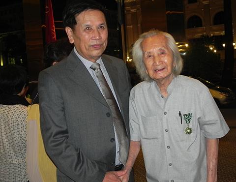 Nhạc sư 98 tuổi đạt giải thưởng Phan Châu Trinh