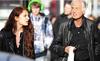 Ngôi sao 71 tuổi gây sốc khi hẹn hò với nữ diễn viên 25 tuổi
