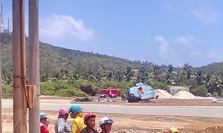 Máy bay rơi và gãy đôi ở Bình Thuận
