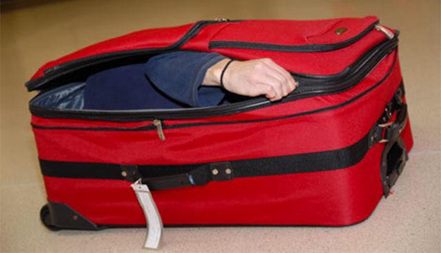 Bị phạt tù 1 năm vì nhét vị hôn thê trong vali