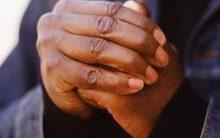Thói quen bẻ đốt ngón tay gây hại sức khỏe?