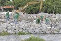 Khi người ta xây phố trên sông