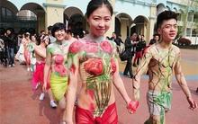 Xôn xao đám cưới 'nude' của hơn 10 cặp vợ chồng trẻ