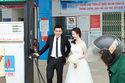 Độc đáo bộ ảnh cưới chụp ở cây xăng của cặp đôi Hà Tĩnh