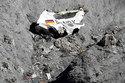 Cơ trưởng 4U9525 tuyệt vọng dùng rìu phá cửa buồng lái