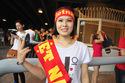 Fan nữ xinh đẹp đội mưa tiếp lửa U23 Việt Nam