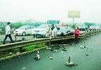 Mercedes chở cô dâu chú rể gặp nạn trên cao tốc Pháp Vân- Cầu Giẽ
