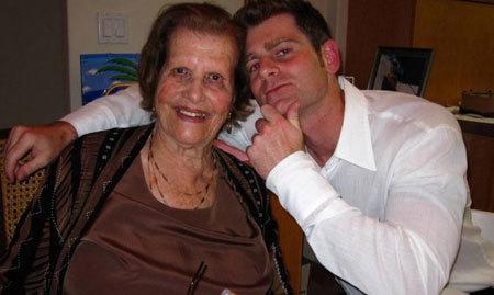 Chuyện tình, chàng trai, cụ bà 92 tuổi
