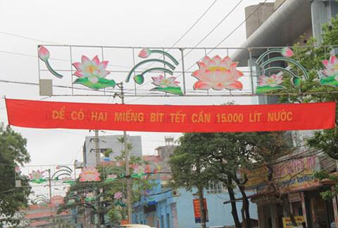 """Băng rôn """"lạ"""" xuất hiện trên đường phố Lạng Sơn"""