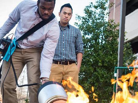 sinh viên, phát minh, sáng tạo, người Việt, chữa cháy bằng âm thanh, Việt Trần