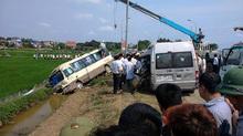 Hiện trường xe khách đâm nhau 5 người chết