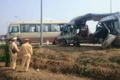 Hà Nội: Xe khách đối đầu kinh hoàng, 5 người chết