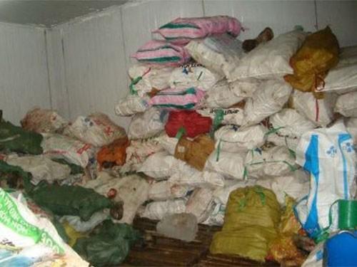 Phát hiện kho chứa 11 tấn thịt ngoại trôi nổi ở TP HCM