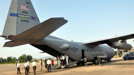 """Máy bay """"siêu tải"""" của không quân Hoa Kỳ tại Đà Nẵng"""