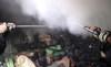 Cháy xưởng sản xuất mousse lan ra cả khu phố