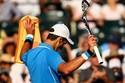 Djokovic ngược dòng vào tứ kết Miami Masters
