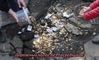 Đổ tiền lấp đầy 'ổ voi' vì đường xấu tệ hại