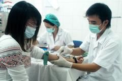 Ngành y thay đổi trang phục cho nhân viên y tế