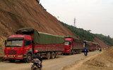 Bắt 8 xe tải Trung Quốc chở than cốc