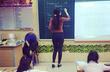 Vẻ đẹp của nữ sinh sau bức ảnh 'cô giáo đứng lớp'