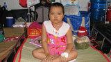 Mẹ nghèo khóc lặng vì không tiền cứu con