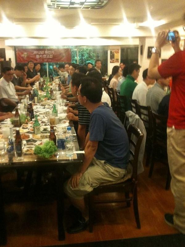 Doanh nhân Hàn Quốc choáng với cảnh nhậu cả ngày ở Việt Nam