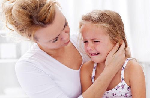 khóc, dạy con