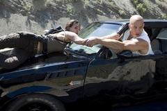 """""""Fast & Furious 7"""" thổi bay các phòng vé cuối tuần"""
