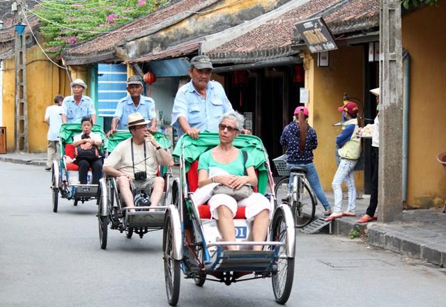 Làm du lịch thua Campuchia, khách ngày càng sụt giảm