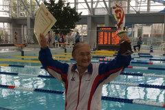 Cụ bà 100 tuổi phá kỷ lục bơi tự do