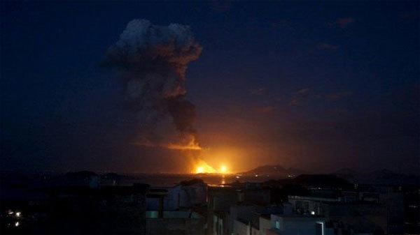 Nổ kinh hoàng biến nhà máy hóa chất thành biển lửa