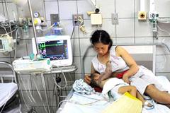 Bộ trưởng Y tế kêu gọi hỗ trợ bé 2 tuổi người dân tộc