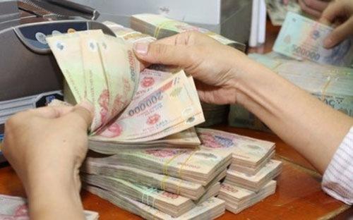 Giao dịch viên 'cướp' tiền ngay cửa ngân hàng