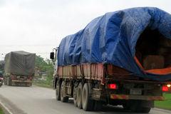 Vây bắt hàng chục xe gỗ Lào quá tải trọng ở Nghệ An