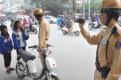 Theo chân cảnh sát ghi hình học sinh